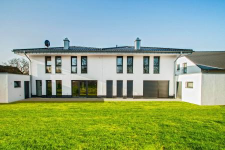 Fesnterbau-Terrassentueren-Fenstern-Bodentiefe-Fesnter-HG-Raumdesign