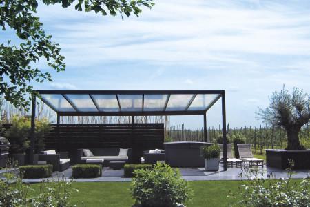 Freihstehende-Terrassenueberdachung-Aluminium-Aluxe-HG-Raumdesign