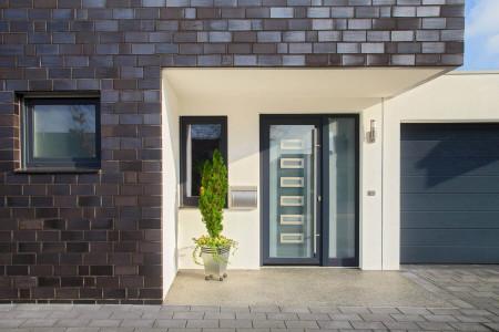 Glas-Hausture-mit-Metall-im-Fenster-HG-Raumdesign-Kleve