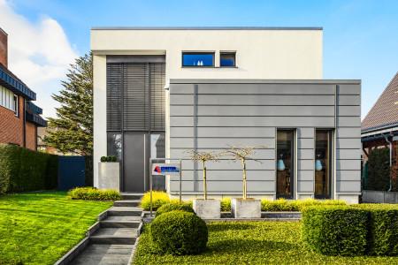Raffstore-Anlage-an-Haustuere-HG-Raumdesign-Kleve