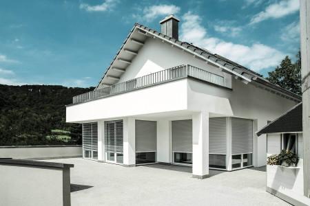 Rolllade-und-raffstore-Einfamilienhaus-Roma-HG-Raumdesign