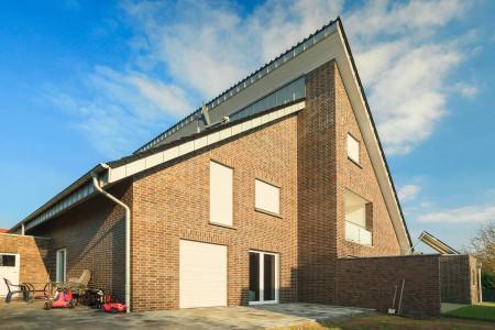 Rollladen-Doppelhaus-Sonnenschutz-Jalousie-HG-raumdesign