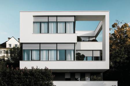 Rollladen-buerogebaeude-mehrfamilienhaus-sonnenschutz-roma-hg-raumdesign