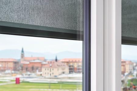 TExtilscreen-Innenansicht-Sonnenschutz-textiler-roma-hg-raumdesign-sichtschutz