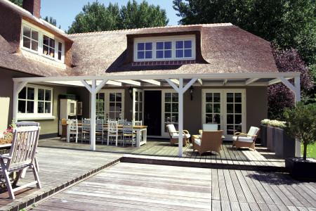 Terrassendach-Landhaus-weiss-HG-Raumdesign-Alixe