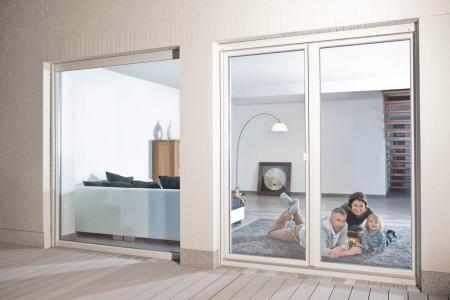 Terrassentuere-breit-fensterfront-Rehau-HG-Raumdesign