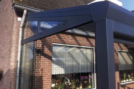 Glasschiebeelemente-offen-Terrassenueberdachung-Glas-Gf-Raumdesign-Aluxe